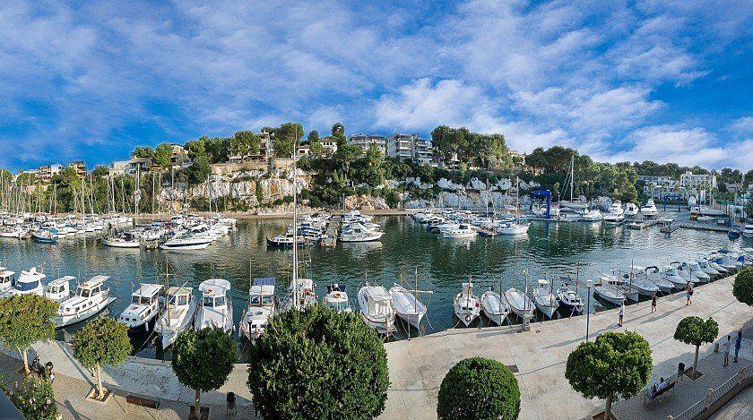 Schöne Maisonette mit Terrasse mit Meerblick in Porto Cristo. Dokumentarvideo zu sehen