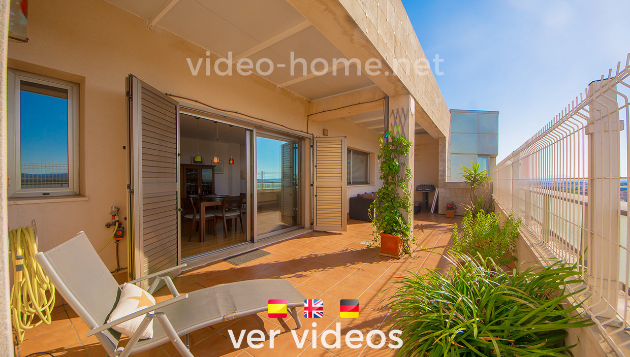 Spacious penthouse with views of the countryside, surrounded by terraces and 3 min from the center of Manacor. See video-documentary