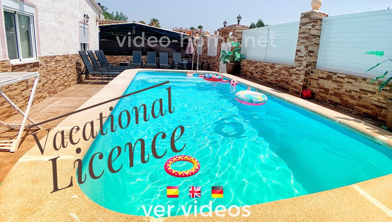 Chalet con piscina y apartamento exterior con licencia vacacional en Port Alcudia