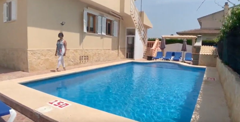 Beautiful villa + apartment with pool and vacation license in Playa de Muro