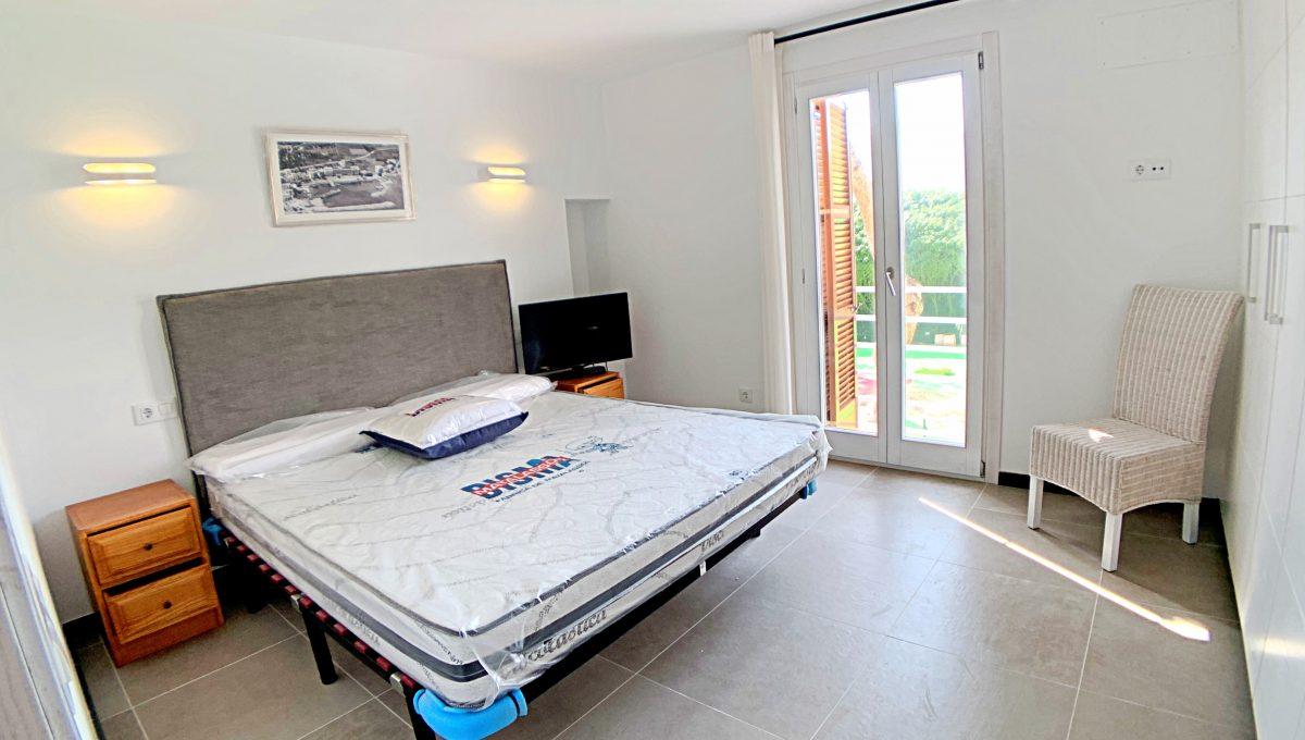 alquiler-piso-cala-bona-frente-al-mar-video-home (22)