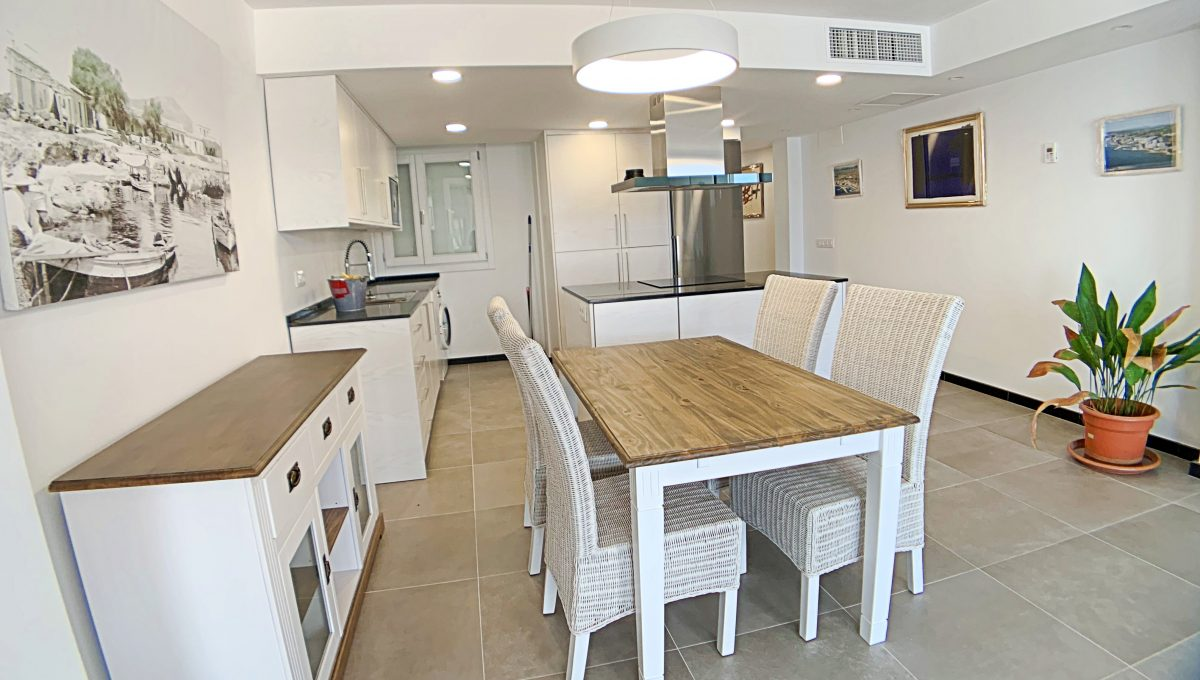 alquiler-piso-cala-bona-frente-al-mar-video-home (3)