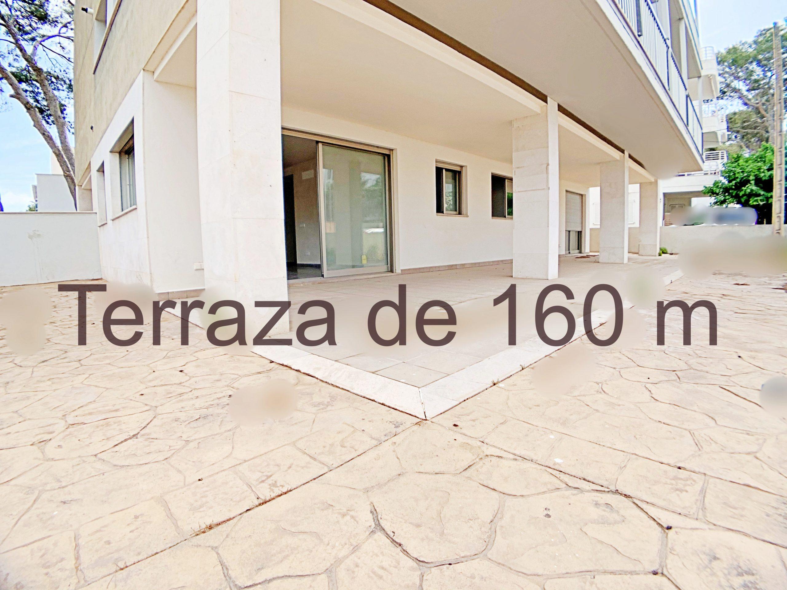 Planta baja con terraza muy cerca del mar en Cala Millor. Parking incluido