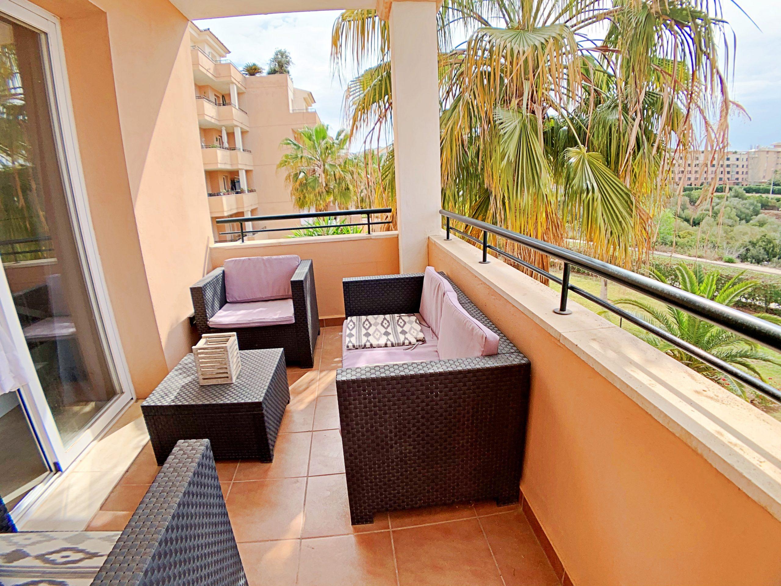 Apartamento con piscina junto al mar en Sa Coma.
