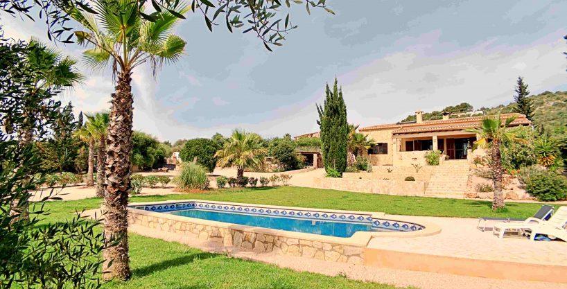 Finca rustica con piscina en Son Carrió. A 10 minutos de la playa de Cala Millor.