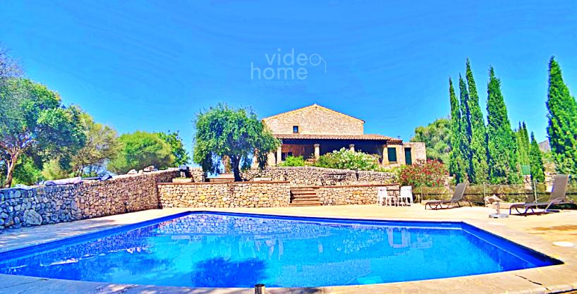 Finca rústica con dos casas, licencia vacacional y piscina. Legalizada y en perfecto estado. Sant Llorenç des Cardassar