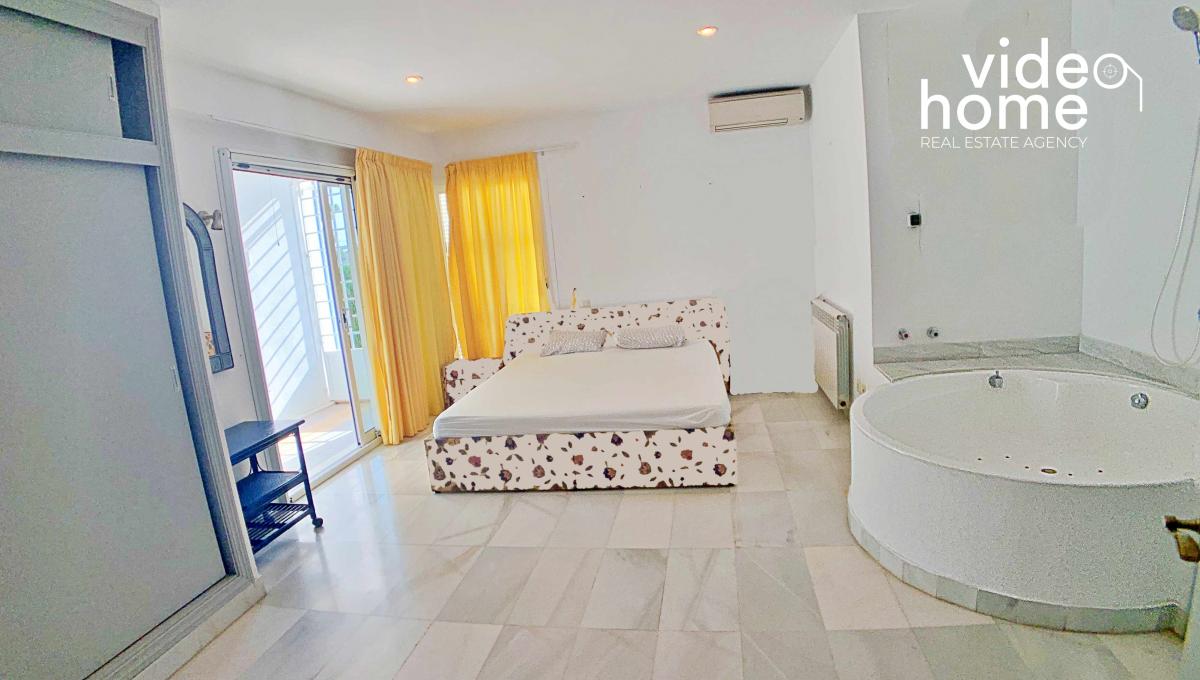 casa-chalet-piscina-vistas-al-mar-cala-mandia-mallorca-video-home (15)