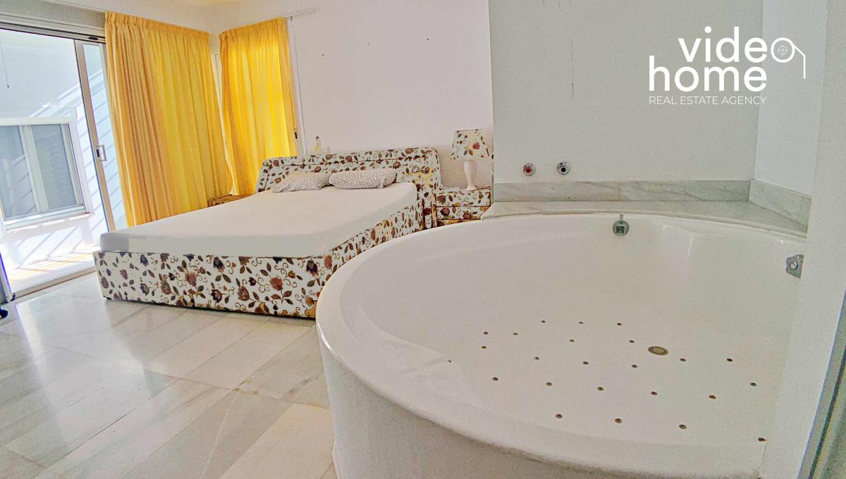 casa-chalet-piscina-vistas-al-mar-cala-mandia-mallorca-video-home (16)
