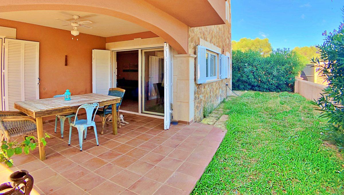 casa-planta-baja-jardin-piscina-playa-cala-mandia-mallorca-video-home (16)