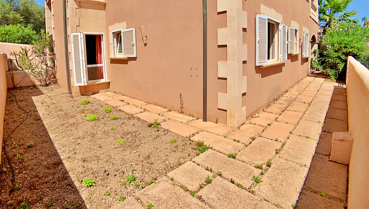 casa-planta-baja-jardin-piscina-playa-cala-mandia-mallorca-video-home (17)