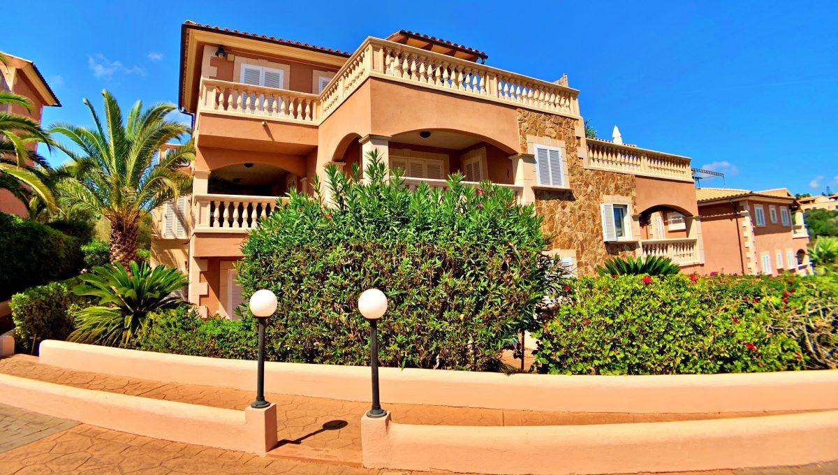 casa-planta-baja-jardin-piscina-playa-cala-mandia-mallorca-video-home (4)
