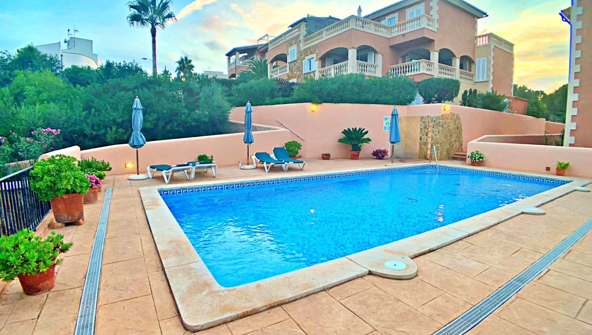 casa-planta-baja-jardin-piscina-playa-cala-mandia-mallorca-video-home (6)