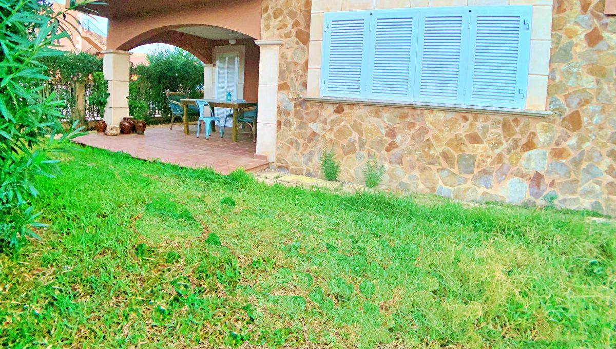 casa-planta-baja-jardin-piscina-playa-cala-mandia-mallorca-video-home (8)