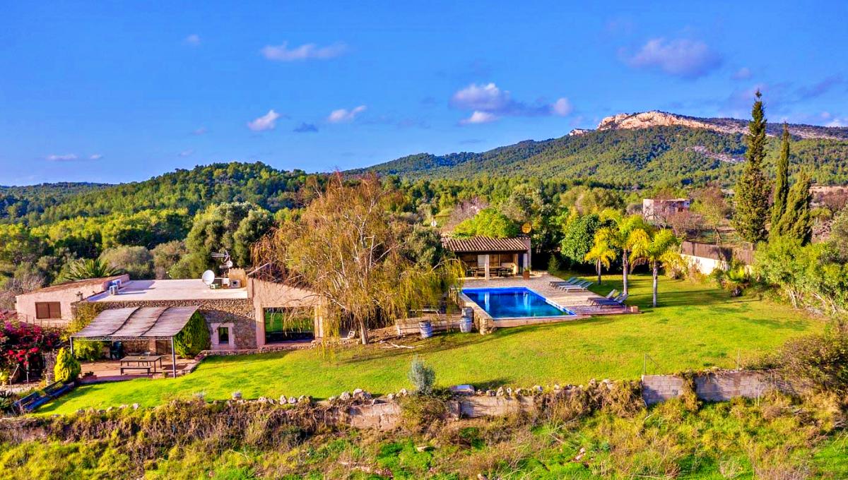 casa-villa-campo-vistas-panoramicas-piscina-son-macia-mallorca-video-home (12)