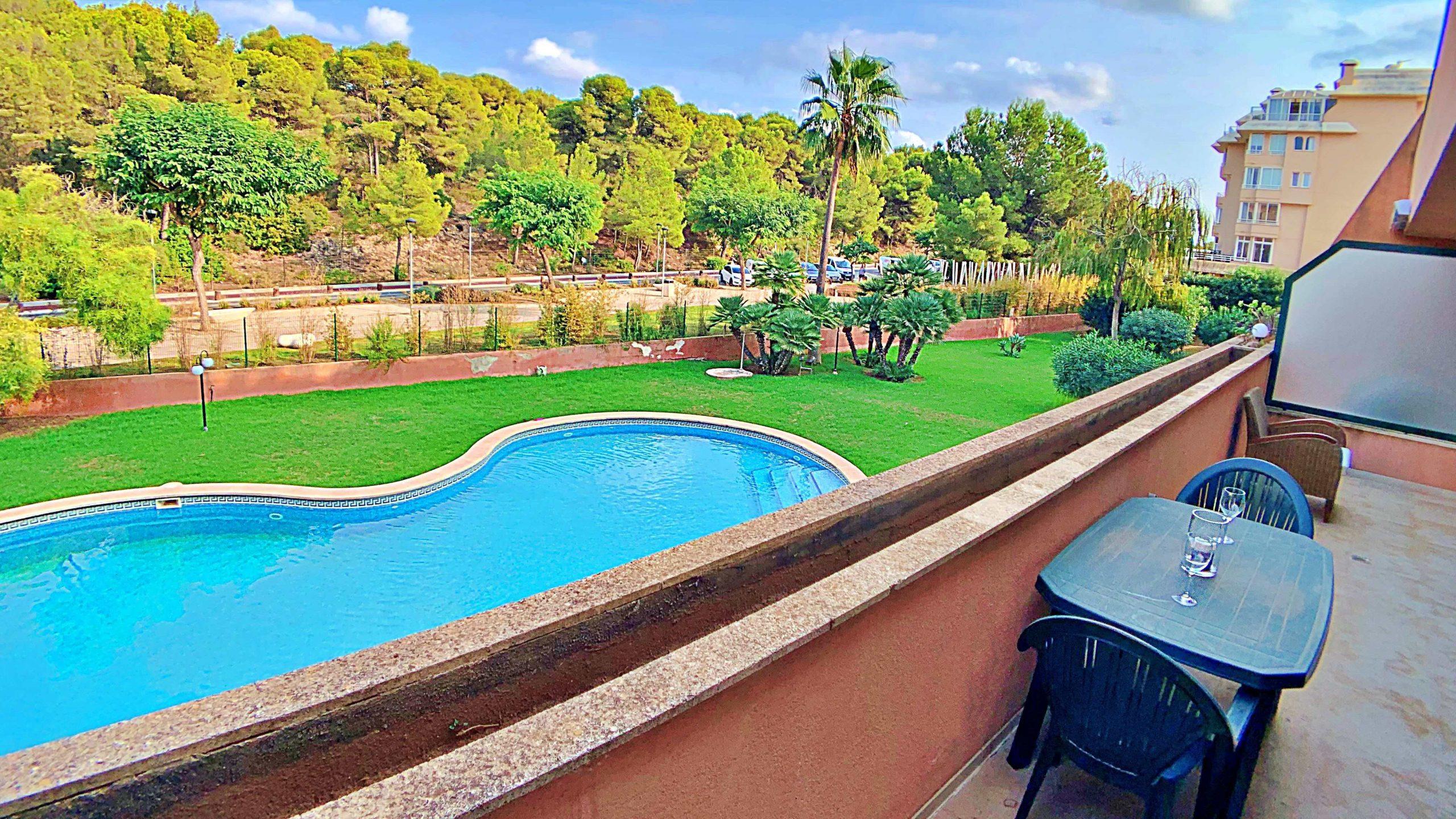 Apartamento con piscina junto a la Playa de Sa Coma en Manacor.